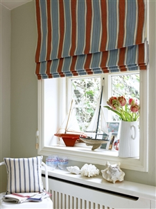 Breakfast room blind