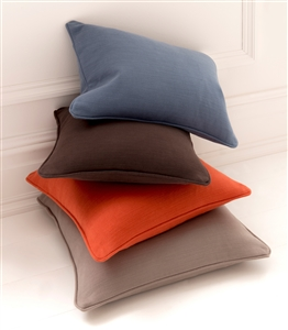 Cushions in 100% cotton.
